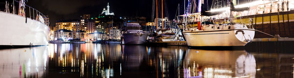 Het panorama van Marseille, Frankrijk bij nacht Stock Foto