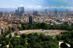 Het panorama van Milaan - Arena en nieuwe wolkenkrabbers Royalty-vrije Stock Foto's