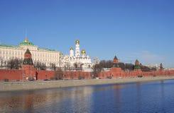 Het panorama van Moskou het Kremlin in een zonnige dag Royalty-vrije Stock Afbeelding