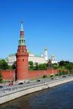 Het panorama van Moskou het Kremlin in een zonnige de lentedag Royalty-vrije Stock Foto's