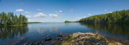 Het panorama van Onega van het meer in Karelië, Rusland Royalty-vrije Stock Foto's