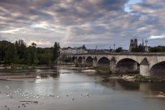 Het panorama van Orléans met de Loire-Rivier Stock Foto's
