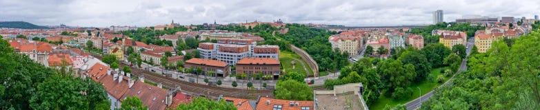 Het panorama van Praag dat van Vysehrad, Tsjechische Republiek wordt gemaakt Stock Afbeelding