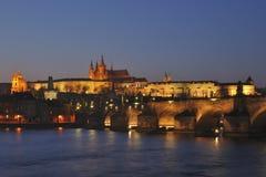 Het Panorama van Praag van de nacht Stock Fotografie