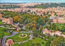 Het panorama van Rome de bouwavond Het dakmening van Rome met oude architectuur in Itali? stock foto's