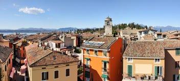 Het panorama van Sirmione. Meer Garda, Italië. royalty-vrije stock fotografie