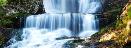 Het panorama van watervallen stock fotografie