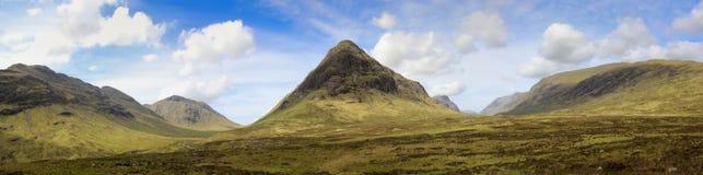 Het panoramahooglanden Schotland van de nauwe vallei coe stock foto