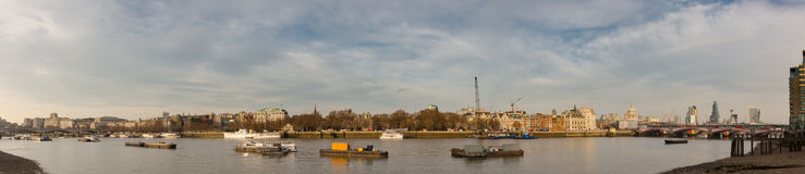 Het panoramamening van Londen van Stad aan Waterloo brug Stock Fotografie