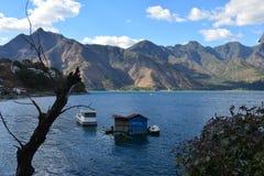 Het panoramische Meer Guatemala van Landschappenatitlan stock foto's
