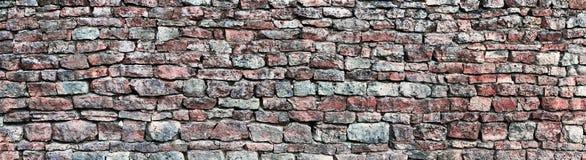 Het panoramische panorama van de steenmuur, obstructie voert patroonachtergrond, oude oude doorstane rode en grijze het dolomiett Stock Foto