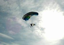 Het parachuteren - aangestoken achter royalty-vrije stock foto's