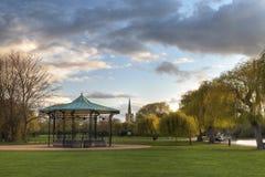 Het park en de muziektent in Stratford op Avon Stock Afbeeldingen