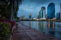 het Park van Bangkok van de stadsnacht in de Stad bij schemer (Thailand) Nacht CIT Royalty-vrije Stock Foto's