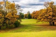 Het park van Catherine in de zonnige ochtend in de herfst Royalty-vrije Stock Afbeeldingen