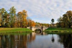 Het park van de herfst in Gatchina stock foto