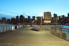 Het Park van de Staat van het brugplein en de horizon van Manhattan in New York Royalty-vrije Stock Foto