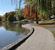 Het Park van de stad in de herfst Royalty-vrije Stock Afbeeldingen