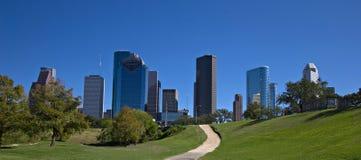 Het park van de stad met de horizon van de binnenstad Stock Afbeeldingen
