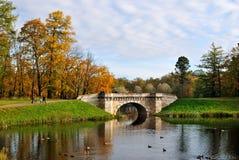 Het Park van Gatchina in de herfst stock foto