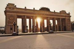 Het Park van Gorky in Moskou De foto van de kleurenwinter Sneeuwval en de zon Stock Foto's