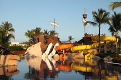 Het park van het jonge geitjeswater met waterdia's in Dominicaanse Republiek, Punta C royalty-vrije stock foto's