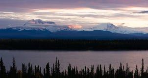 Het Park van MT Blackburn Willow Lake Wrangell-St Elias National stock afbeelding