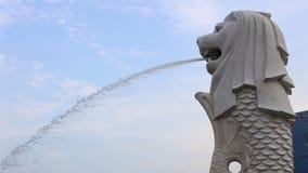 Het Park van Singapore Merlion Merlion is een mythisch schepsel met het hoofd van een leeuw en het lichaam van een vis stock videobeelden