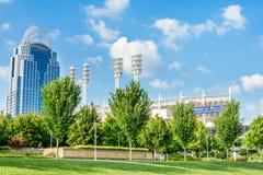 Het Park van Smaleriverfront in Cincinnati, Ohio naast John een Kuit royalty-vrije stock foto's