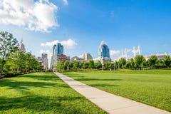 Het Park van Smaleriverfront in Cincinnati, Ohio naast John een Kuit stock afbeeldingen