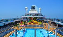 Het park van het water op cruiseschip royalty-vrije stock afbeelding