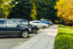 het parkeerterrein bokeh achtergrond van de onduidelijk beeld openluchtauto royalty-vrije stock fotografie