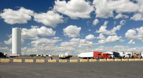 Het parkeerterrein van vrachtwagens Royalty-vrije Stock Afbeeldingen