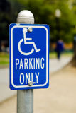 Het parkeren slechts teken van de handicap Stock Fotografie