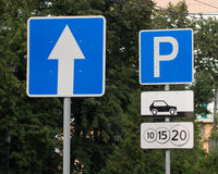Het parkeren teken in de stad Royalty-vrije Stock Foto's