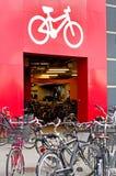 Het parkeren van de fiets Stock Foto