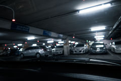 Het Parkeren van de nachtauto royalty-vrije stock afbeeldingen