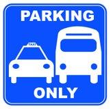 Het parkeren van de taxi en van de bus Stock Afbeeldingen