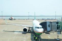 Het parkeren van het luchtvaartlijnvliegtuig in de Internationale Luchthaven van Macao Stock Fotografie