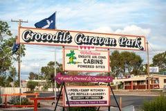 Het Parkteken en front van de krokodilcaravan stock afbeeldingen