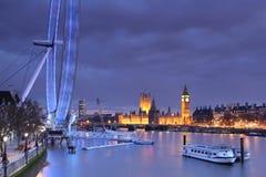 Het Parlement, de Big Ben en het Oog van Londen bij schemer Stock Foto