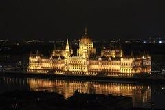 Het Parlement de bouw 's nachts verlicht door lichten, Boedapest, HU Royalty-vrije Stock Foto's