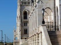 Het Parlement die op de kust van de Donau in Boedapest voortbouwen Stock Foto's