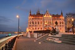 Het Parlement die van Boedapest zijaanzicht bouwen stock afbeelding