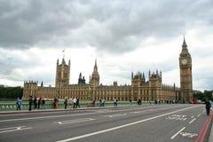 Het Parlement en de brug van Westminster stock foto