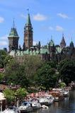 Het Parlement en Kanaal Rideau op de Dag van Canada Stock Afbeelding