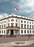 Het Parlement (Landtag) van Hesse in Wiesbaden, Duitsland in donkere clou Royalty-vrije Stock Fotografie