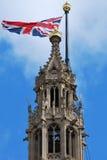 Het Parlement met unievlag het vliegen Stock Afbeeldingen