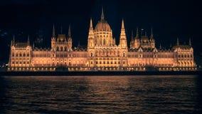 Het Parlement van Boedapest bij nacht stock foto's