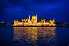 Het Parlement van Boedapest bij nacht Royalty-vrije Stock Foto's